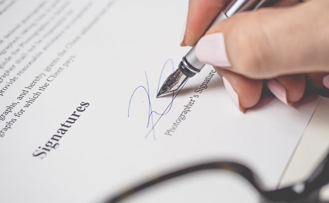 産業雇用安定助成金に対応した「出向者取扱規程」と「出向契約書」のひな型