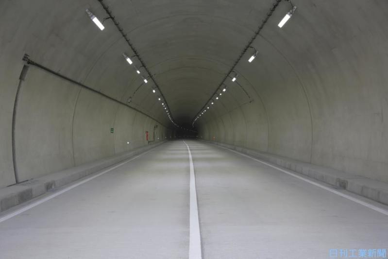 直流給電式のトンネルLED照明でコスト・工程を大幅に減らす!~星和電機、中国地方のトンネルで採用開始~